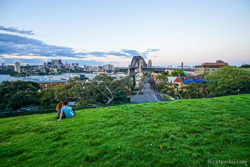 Menikmati senja tiba dengan latar Harbour Bridge bisa menjadi aktifitas pilihan ketika liburan ke Sydney