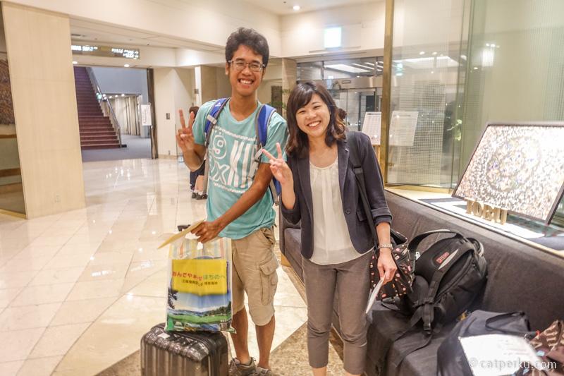 Kalau solo backpacking ke Jepang saya biasanya pake backpack. Kalau ada pekerjaan, ya pake koper deh :D
