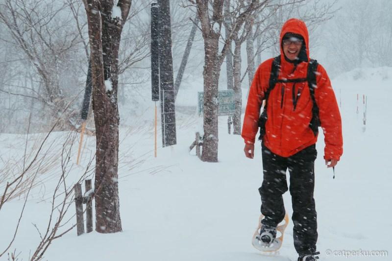 Solo backpacking ke Jepang ketika musim dingin, pastikan kamu menggunakan baju yang tebal!