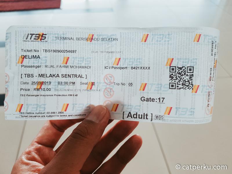 Naik bus ke Melaka itu mudah dan murah.