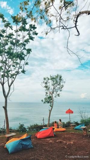 Nemu tempat rahasia untuk melihat sunset di Bali Selatan! Lokasinya nggak jauh dari Pura Uluwatu atau Pura Luhur Uluwatu.