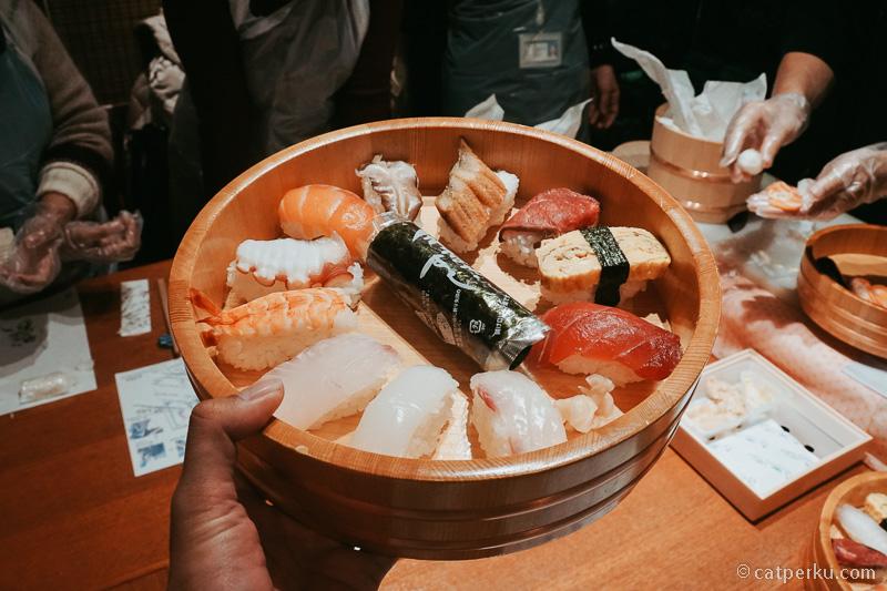 Not bad lah ya, udah bisa buka restoran Sushi di Indonesia kan.
