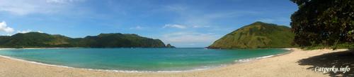 Pantai Mawun merupakan salah satu pantai di Lombok Selatan dengan fasilitas terlengkap. Tetapi tarif parkir di pantai ini juga yang paling mahal ^^
