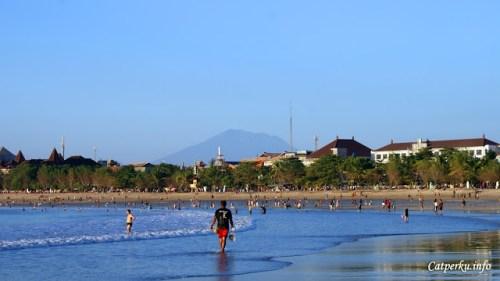 Pantai kuta, salah satu pantai yang selalu menjadi destinasi idola di Bali