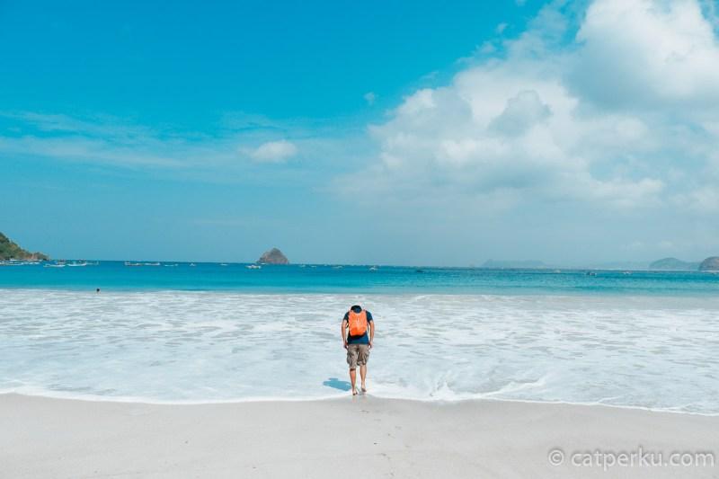Pantai Selong Belanak Beach yang berada di Lombok Selatan ini masih belum terlalu ramai