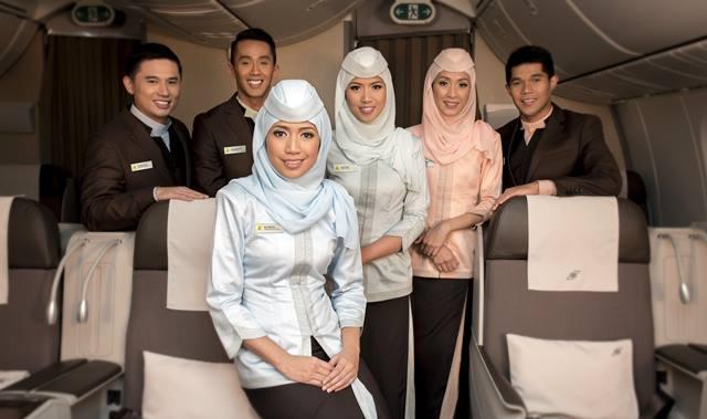 Para pramugari dan kru kabin Royal Brunei Airlines yang ramah.Para pramugari dan kru kabin Royal Brunei Airlines yang ramah.