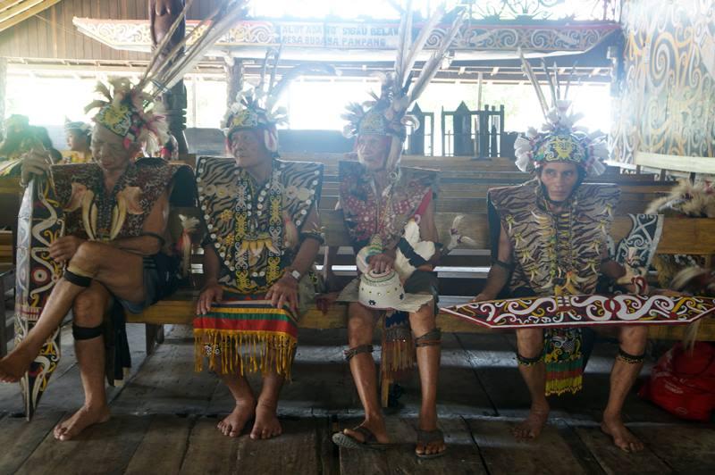 Para tetua Suku Dayak Kenyah