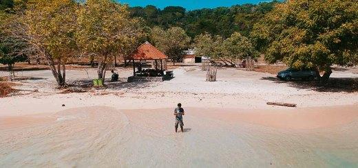 Pastikan berkunjung ke pantai pink Lombok ini ketika cuaca sedang bagus agar lebih maksimal!