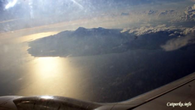 Gunung Agung Dari dalam Jendela Pesawat Terbang