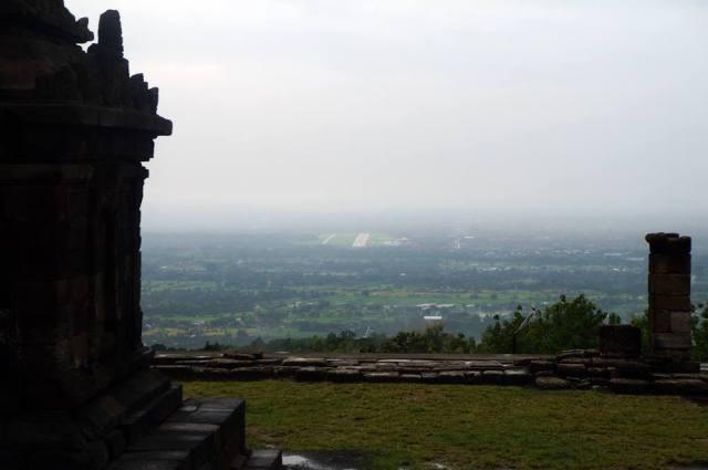 Pemandangan cantik Yogyakarta yang bisa terlihat dari Candi Ijo.