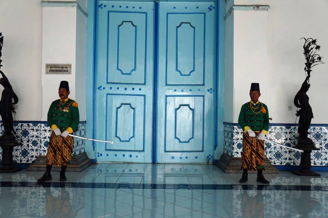 Penjaga pintu masuk Keraton Kasunanan solo