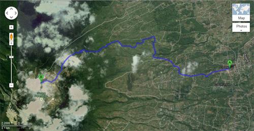Jarak yang masih lumayan jauh dari pertigaan jalan cisurupan menuju pos awal pendakian Gunung Papandayan.
