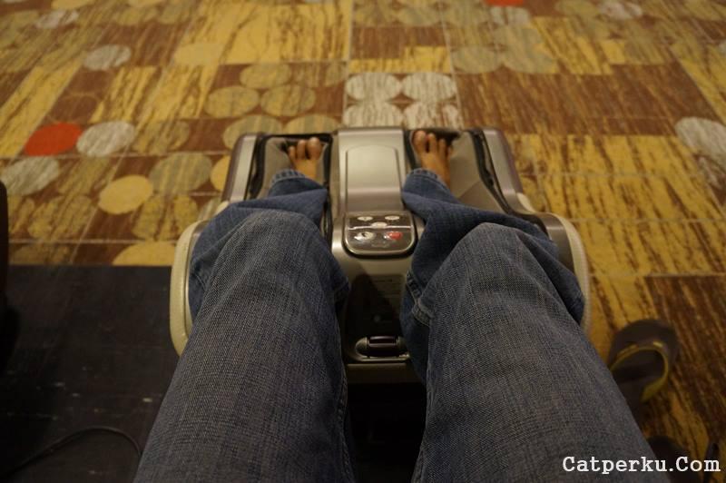 Pijat refleksi kaki di Bandara Changi Singapore, setelah capek traveling