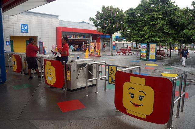 Pintu Masuk Legoland Malaysia yang lucu :3