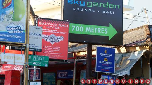 Lokasi Jalan Poppies lane sangat strategis, berada dekat sekali dengan Pantai Kuta, Legian dan Beachwalk, mall terbaru Bali