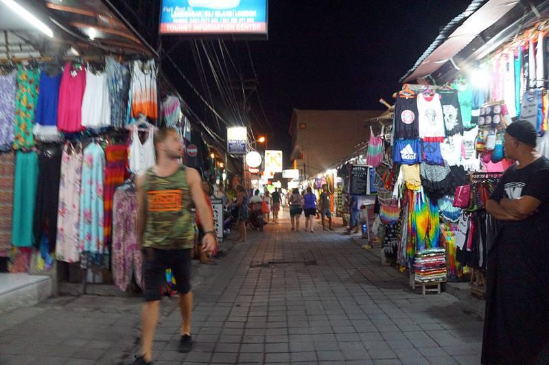 Poppies Lane juga tempat belanja oleh-oleh di Bali yang asik