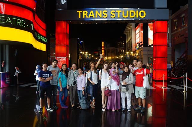 Ratusan klik shutter dengan gaya berbeda dulu sebelum cao dari Trans Studio Bandung.