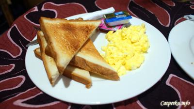Bread And Scrambled egg, makanan ala barat di surfer inn