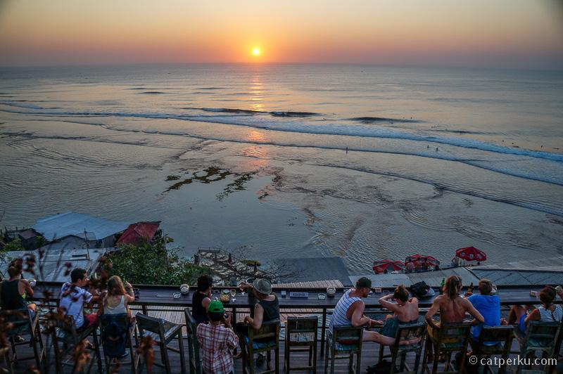 Salah satu cafe di Pantai Blue Point Beach favorit saya untuk tempat menikmati sunset.