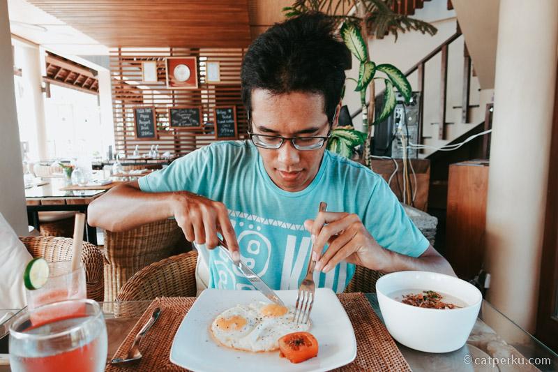 Sarapan pagi di Safka restoran.