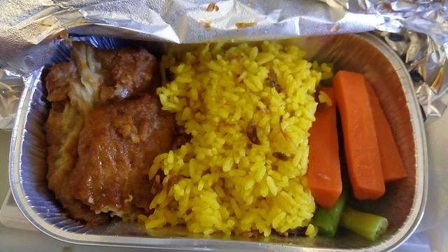 Saya mendapat menu nasi kuning dengan ikan ketika berangkat dari Jakarta