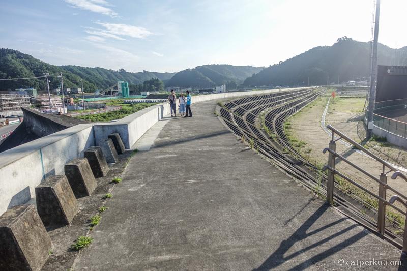 Sea wall yang lama tak bisa menahan laju tsunami 2011, bahkan ada yang hancur diterjang tsunami waktu itu.