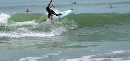 Sebenarnya surfing itu asik, tapi lumayan bikin capek juga sih