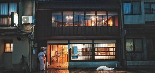 Sekedar berkeliling area Higashi Chaya saja membuat saya bahagia.