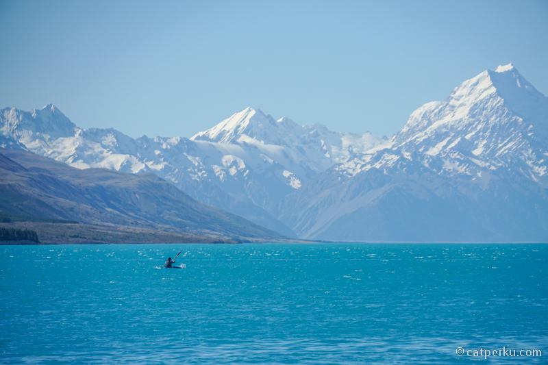 Selain camping biasanya orang berkunjung kesini untuk kayaking dan paddle boarding