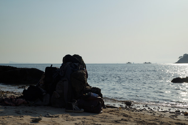 Sementara disalah satu sisi pulau adalah laut dengan Pulau Sumatera di ujungnya.