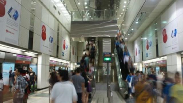 Stasiun MRT selalu penuh sesak di Singapore