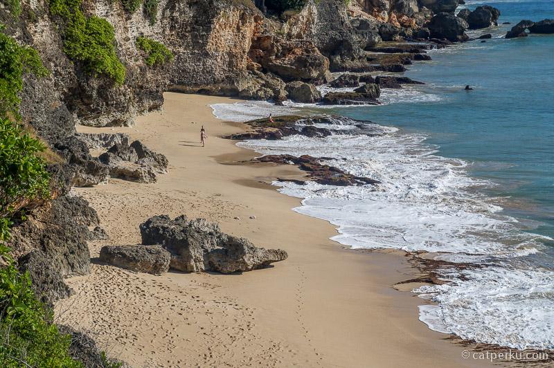 Suasana Pantai Tegalwagi di siang hari
