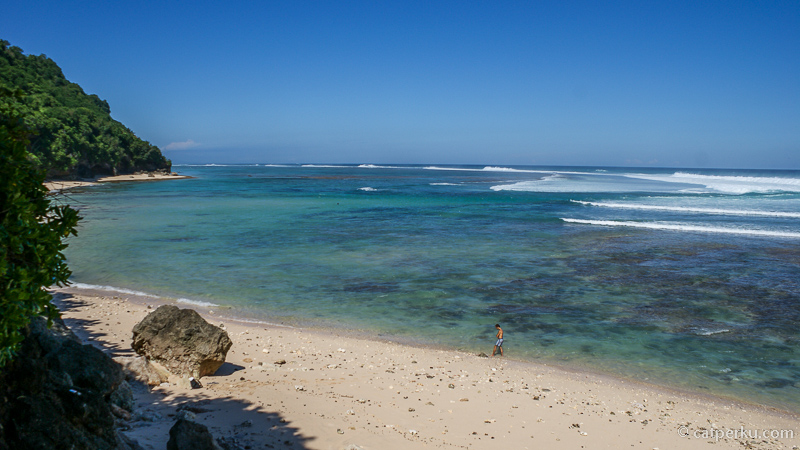 Tak banyak orang tahu mengenai keberadaan Pantai Green Bowl yang tersembunyi di Bali Selatan ini! Selain karena merupakan pantai tersembunyi di Bali, kecantikannya membuat pantai ini masuk ke dalam daftar pantai di Bali Selatan favorit saya.