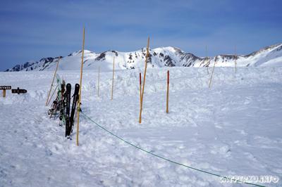 Yang doyan, atau mau mencoba main ski, bisa juga dicoba di Murodo!