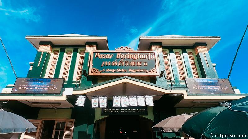 Tempat wisata Jogja asik untuk belanja? Salah satunya pasti Pasar Beringharjo!