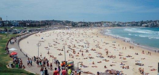 Tentunya jangan sampai lupa mampir ke Bondi Beach ya!