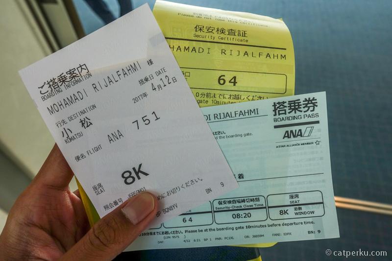 Terbang ke Komatsu Airport yang berada di dekat Kanazawa dengan ANA. Disiapin pake HAnavi dari HISGO Indonesia.
