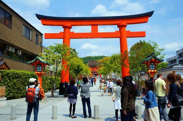 Terpukau di Gerbang Masuk Fushimi Inari Taisha