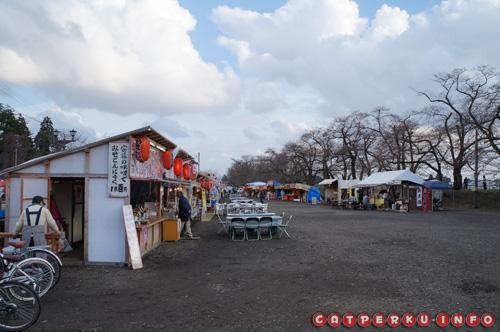 Akhirnya saya bisa ngeliat pasar malam di Kakunodate. Pasar malam atau Yatai ini biasanya diadakan pada musim - musim tertentu di Jepang. Yang ini diadakan untuk memeriahkan musim Bunga Sakura mekar.