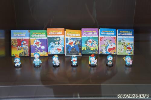 Ada juga buku - buku komik doraemon yang dijual untuk di koleksi. Tapi semuanya masih berbahasa jepang :D