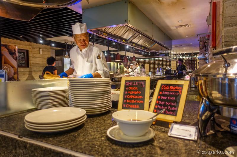 Triple Three Restaurant, tempat saya biasa breakfast selama menginap disana