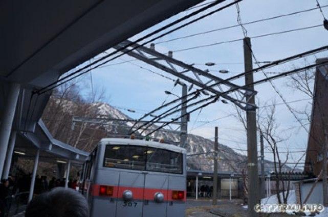 Trolley Bus yang mengantarkan dari Kurobe Dam ke stasiun bis Ogizawa