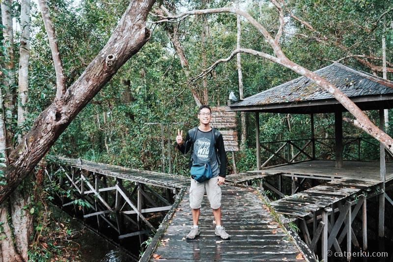Waktunya trekking masuk hutan tropis dulu ya gaes
