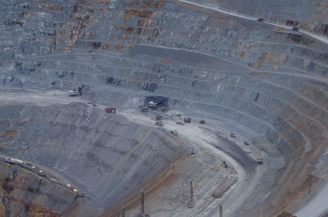 Blasting adalah salah satu proses dari pengambilan mineral berharga dari pertambangan.