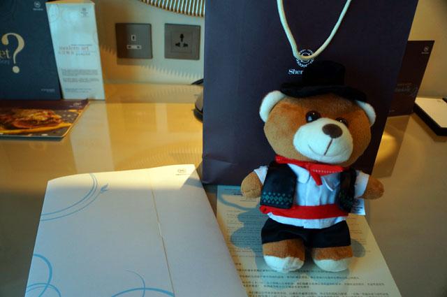 Asik~ Dapat boneka dari sheraton macao cotai central. Lumayan buat oleh - oleh :D