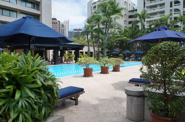 Kolam renang yang terlalu biasa untuk hotel bintang lima :)