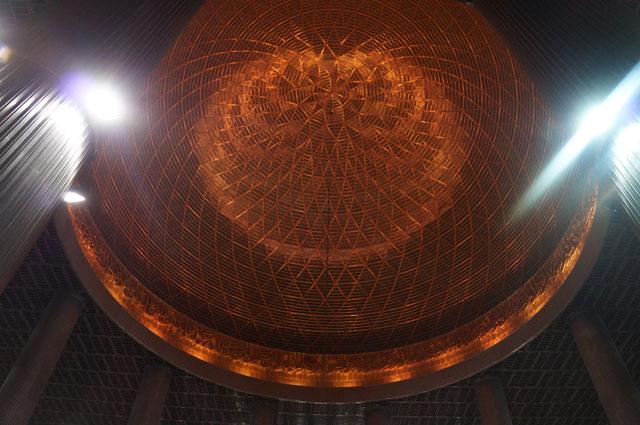 Kubah masjid Istiqlal dari dalam