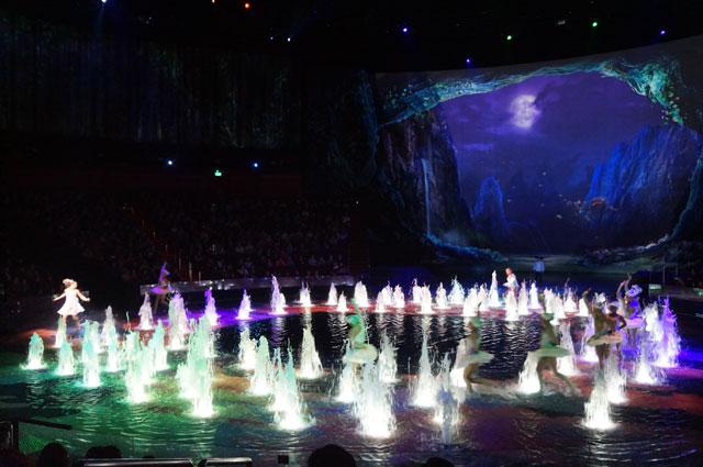 Lalu panggung pun berubah, menjadi penuh air kembali...