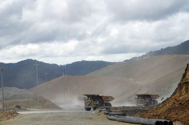 Para monster ini sekali jalan bisa mengangkut sekitar 240 ton mineral!