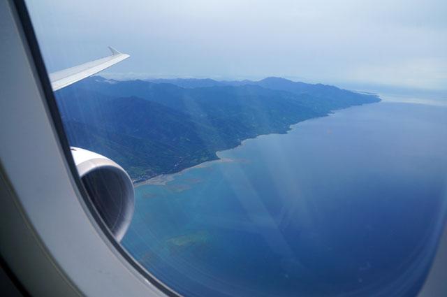 Pemandangan di luar jendela ketika akan mendarat di Palawan, Puerto Princessa.